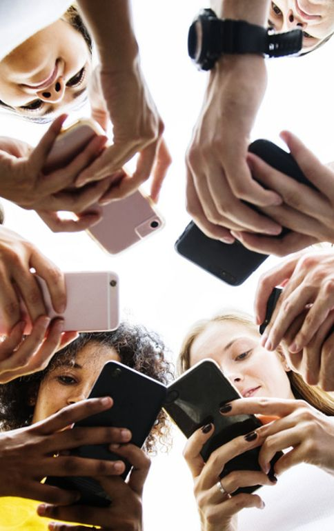 kinderen op telefoon